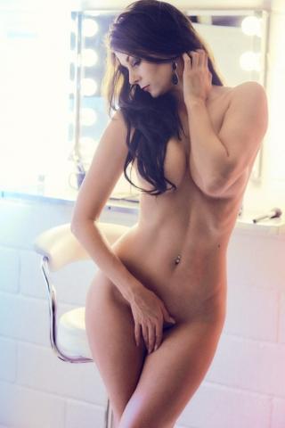 Lesley Bilgrav fotograf christian gruner naked nude nøgen topless brunette mirror studio