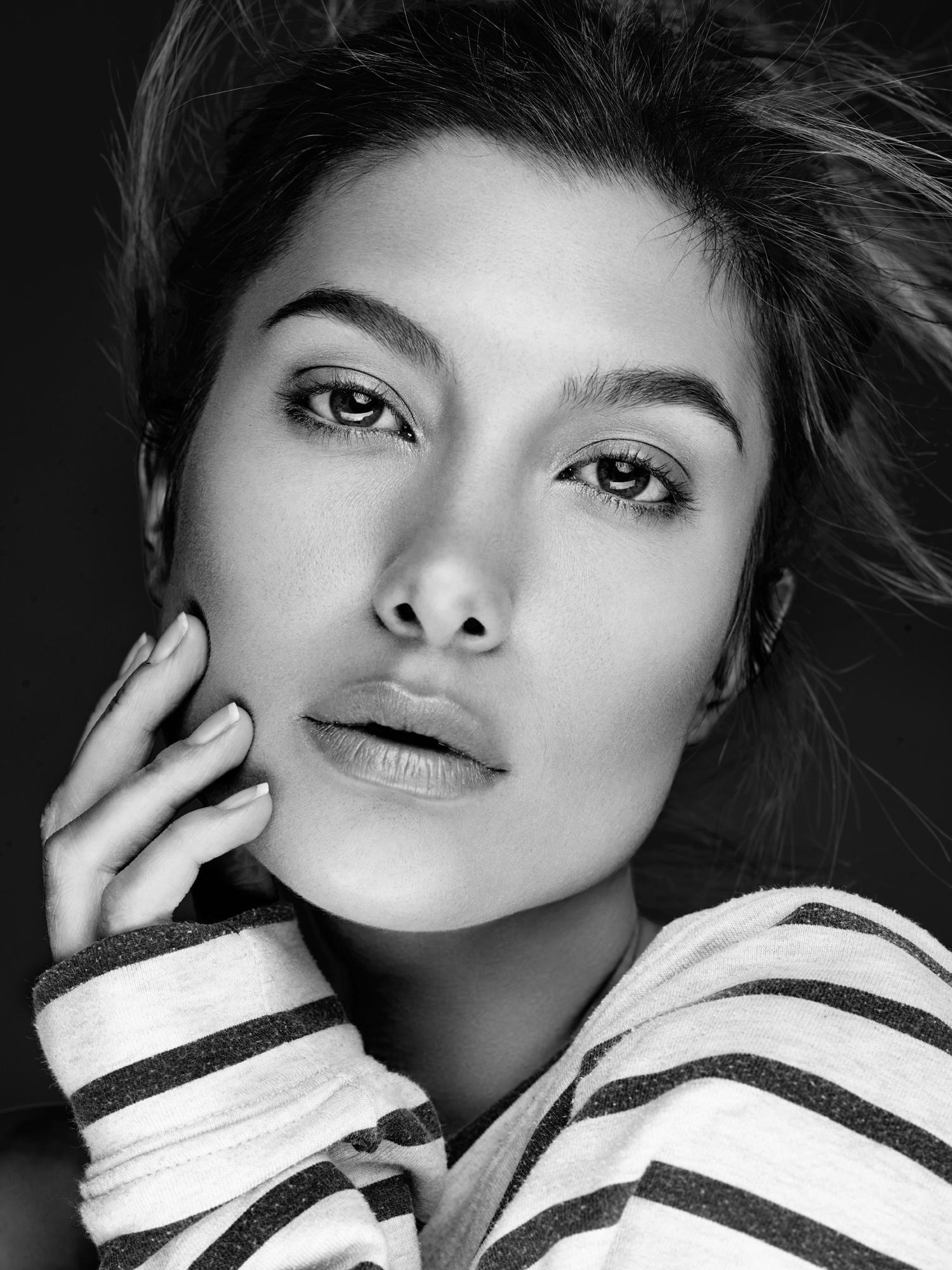 Alexandria Eissinger fotograf christian grüner black white face brunette portrait intense portræt