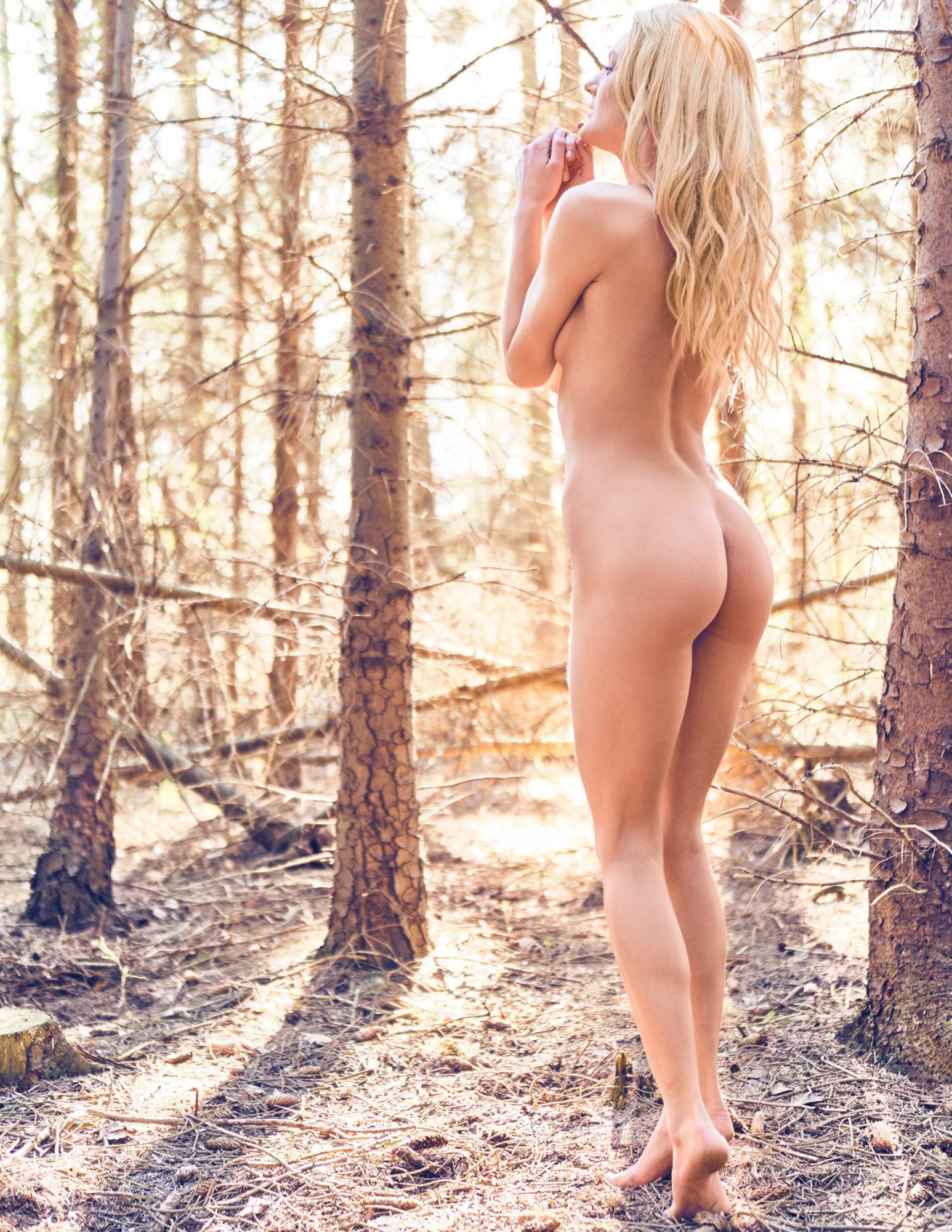 Camilla Maria Christensen nøgen nude naked blonde skov forest