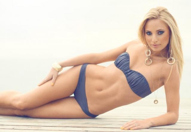 fotograf christian grüner bikini blondine strand beach blå øjne