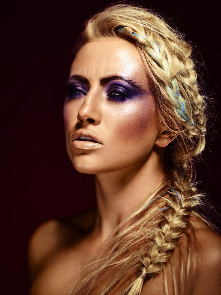 Iben Juel Nielsen fotograf christian grüner fishtail braid violet make-up beauty