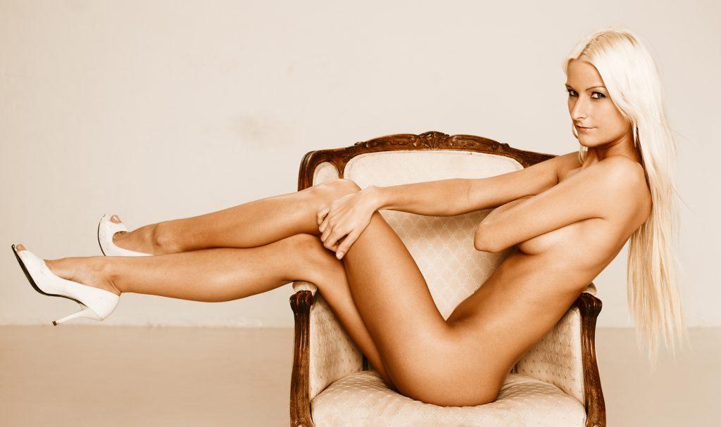 Line Bryde Lorenzen fotograf christian gruner connery.dk nøgen naked nude blonde tanned