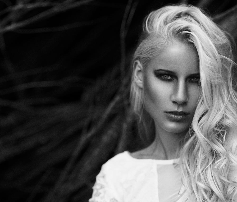 Maya Stoltze Westander fotograf christian grüner blondine intens sort hvid portræt