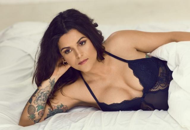 Petra Nagel DR3 Petra elsker sig selv seng blåt undertøj lingerie