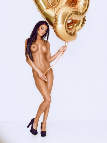 Pernille Lorenzen fotograf christian grüner nøgen naked nude topless golden balloon connery.dk black hair