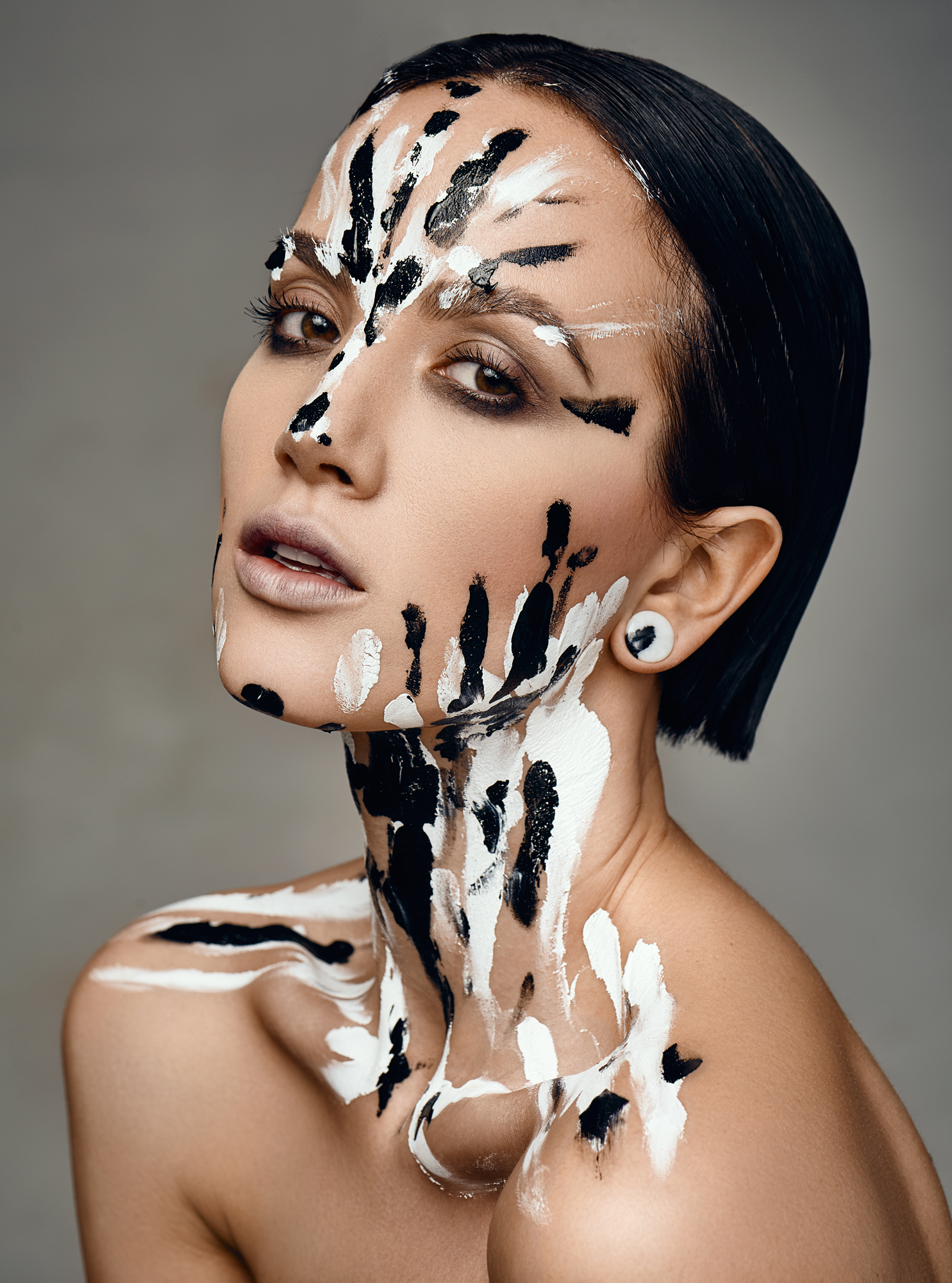 Patricia fotograf christian grüner tribal make-up black white beauty