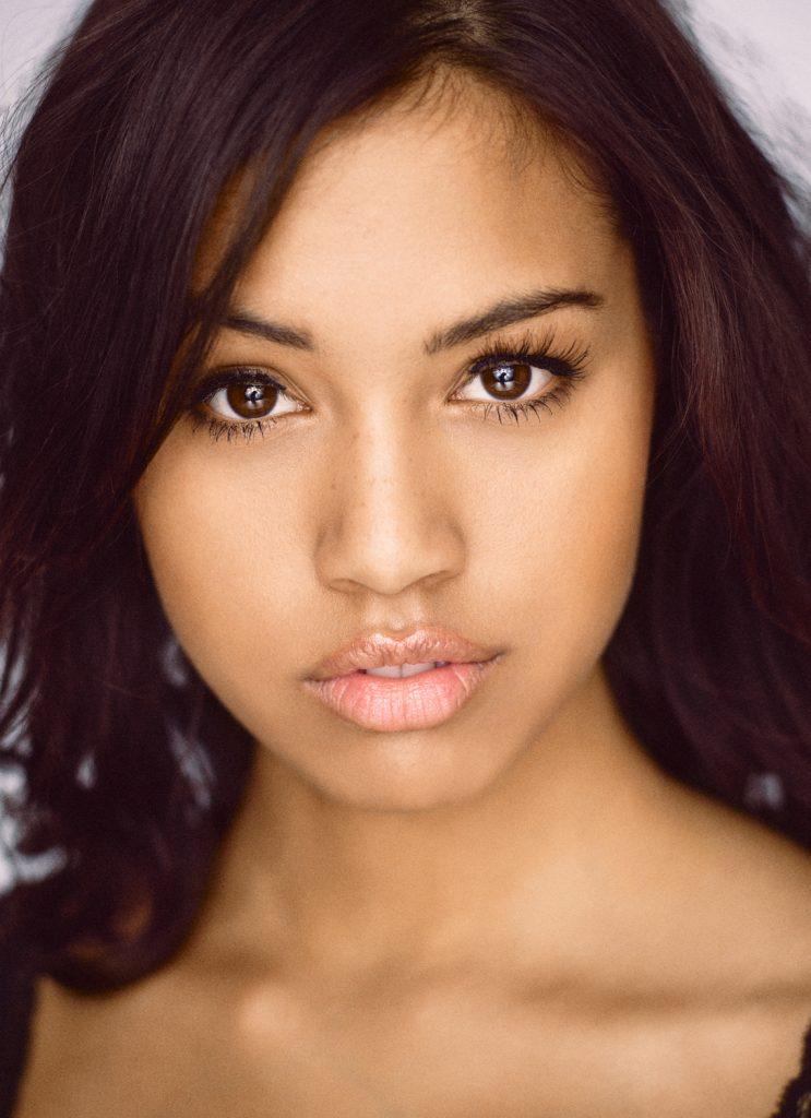 Rebecca Skov fotograf christian grüner portræt brune øjne sort hår