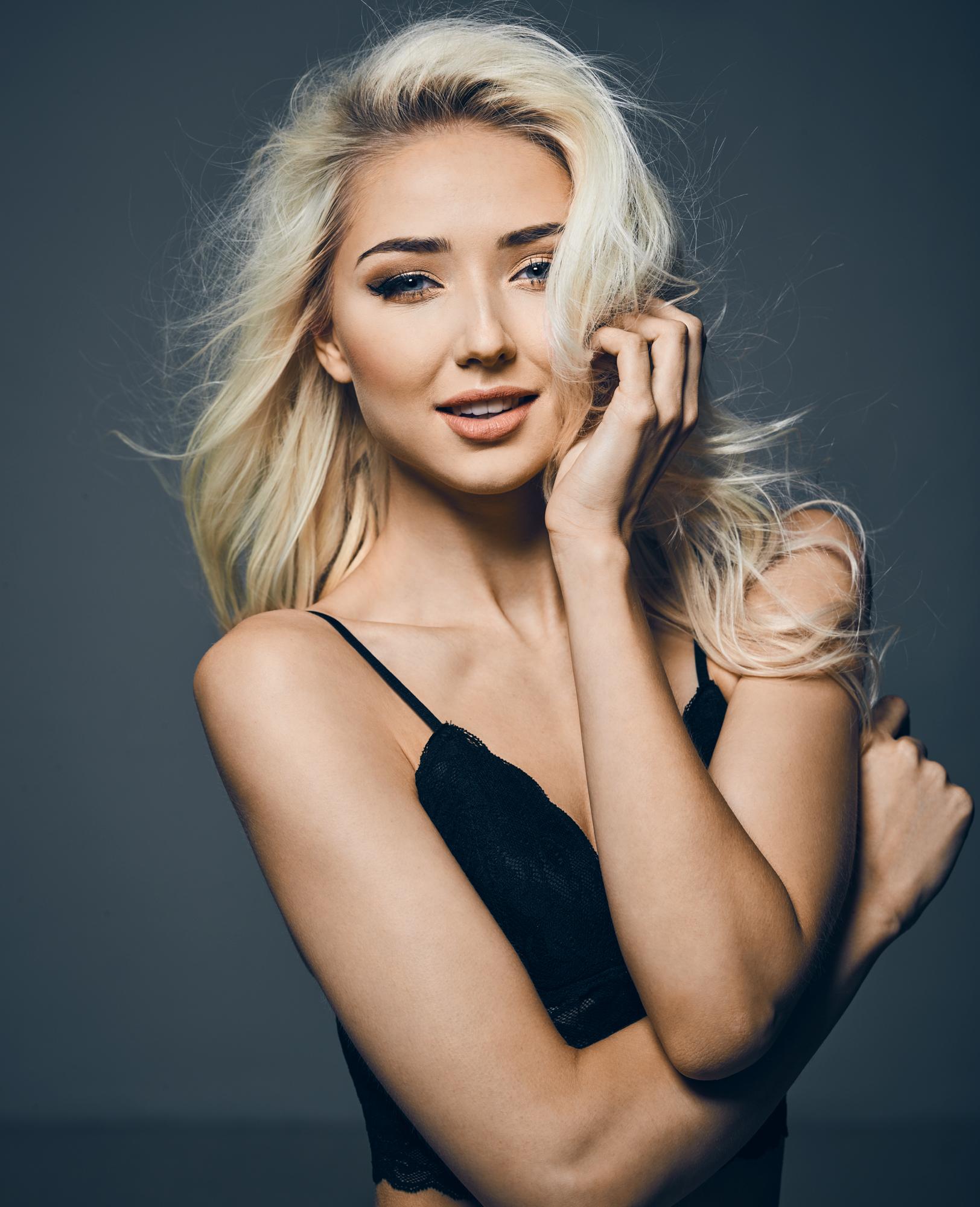 Thea Krag fotograf christian grüner blå øjne blondine top portræt