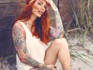 fotograf christian grüner model Anne Lindfjeld ginger tattoo flower no pants
