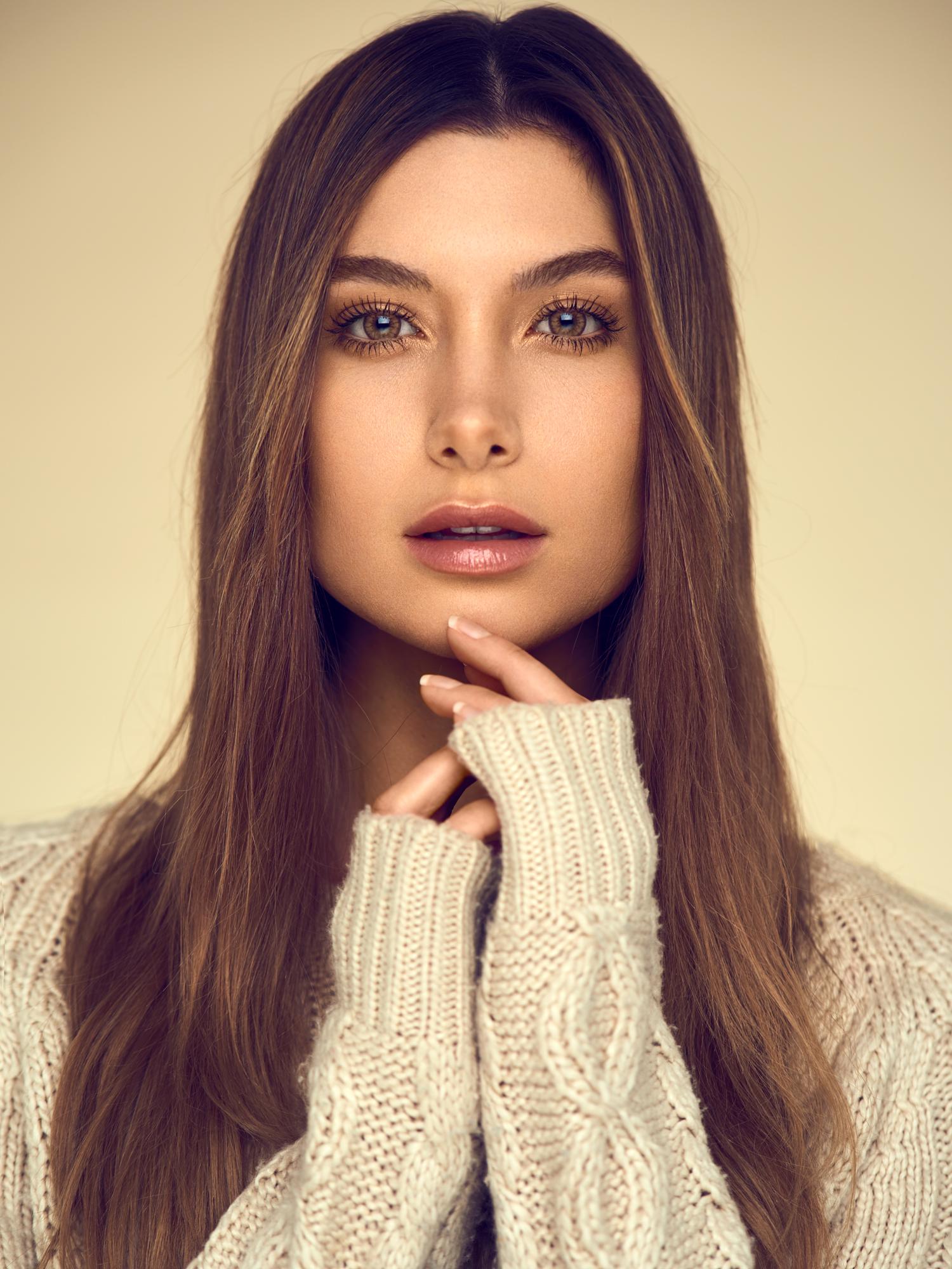 Alexandria Eissinger fotograf christian grüner portræt sweater uld brune øjne