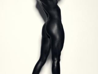 nude nøgen naked black girl no top high heels short hair