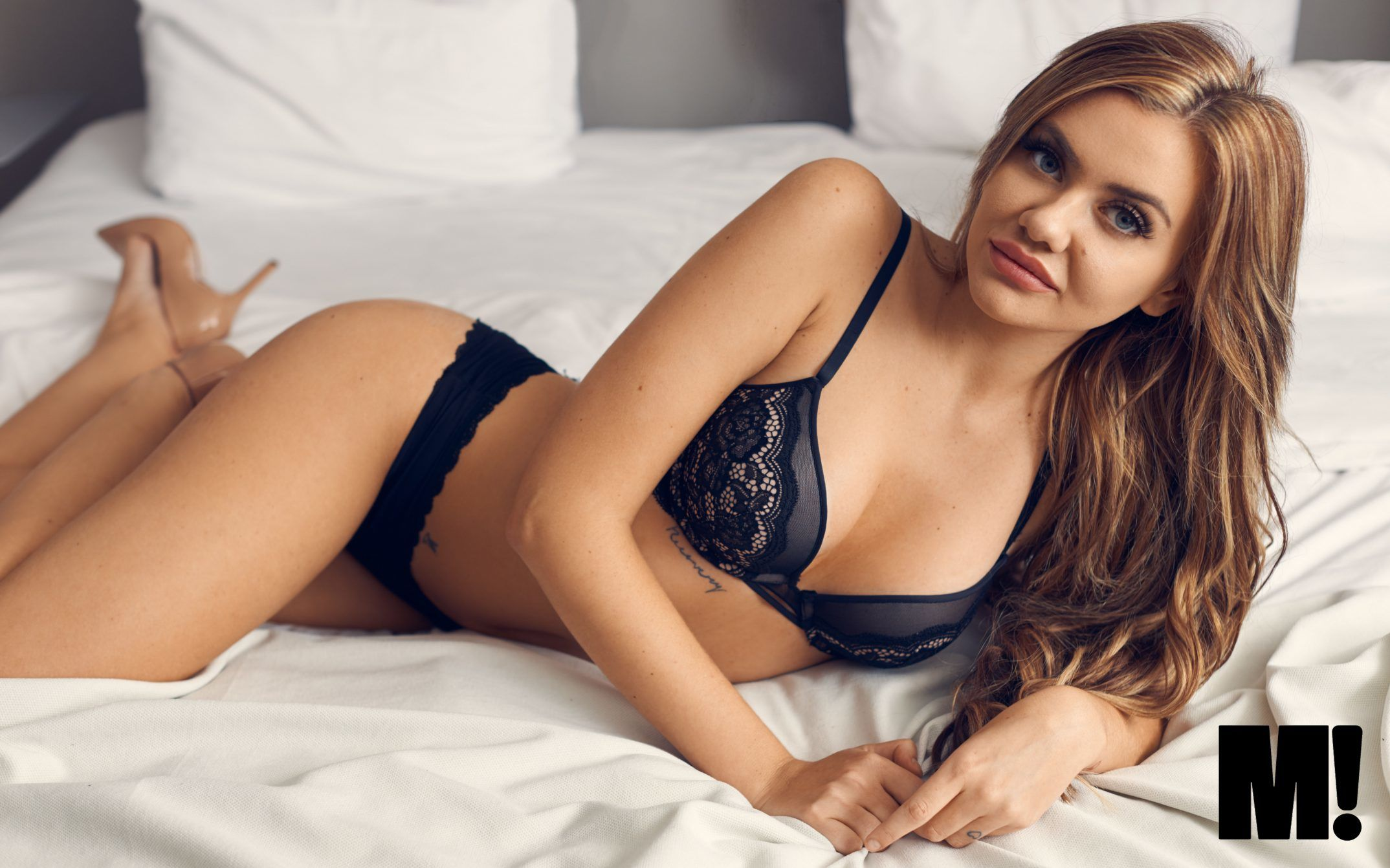 Fie Laursen lingerie undertøj seng brunette M! youtuber seng bed