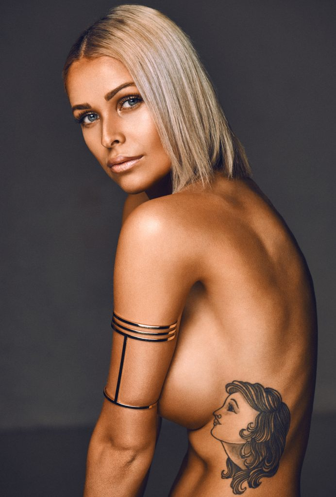 Josephine Miró fotograf christian grüner topless tattoo blue eyes