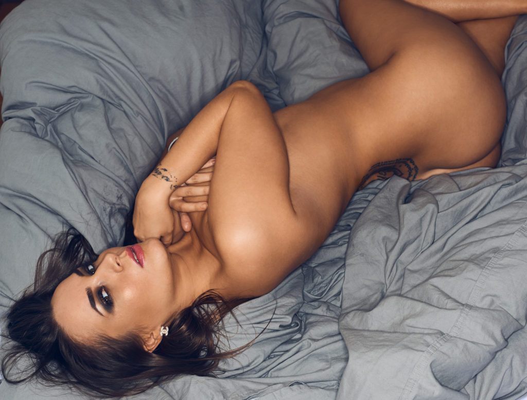 brunette katrina maria færing manchester united nøgen naked bed seng