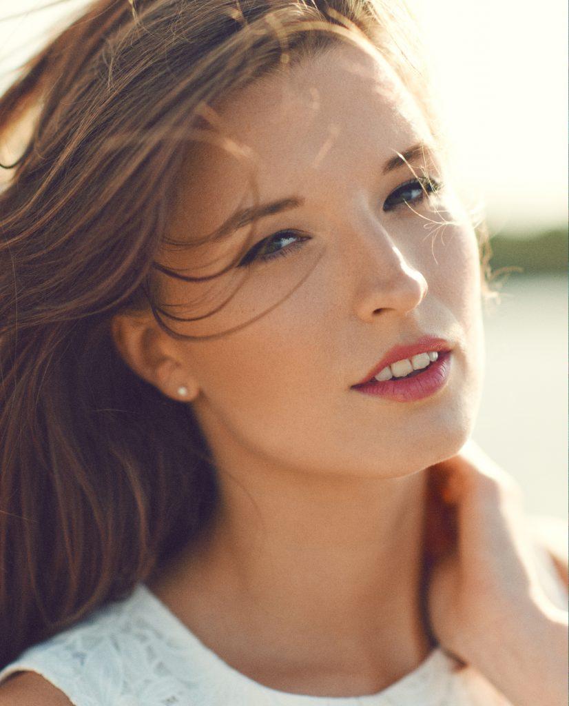Klara Holm fotograf christian grüner portræt ansigt model røde læber