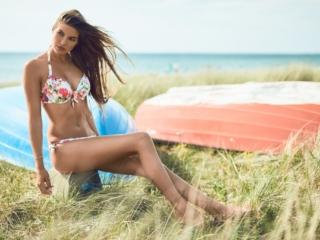 fotograf christian grüner model Nathalie Skals Danielsen beach bikini smile brunette boat