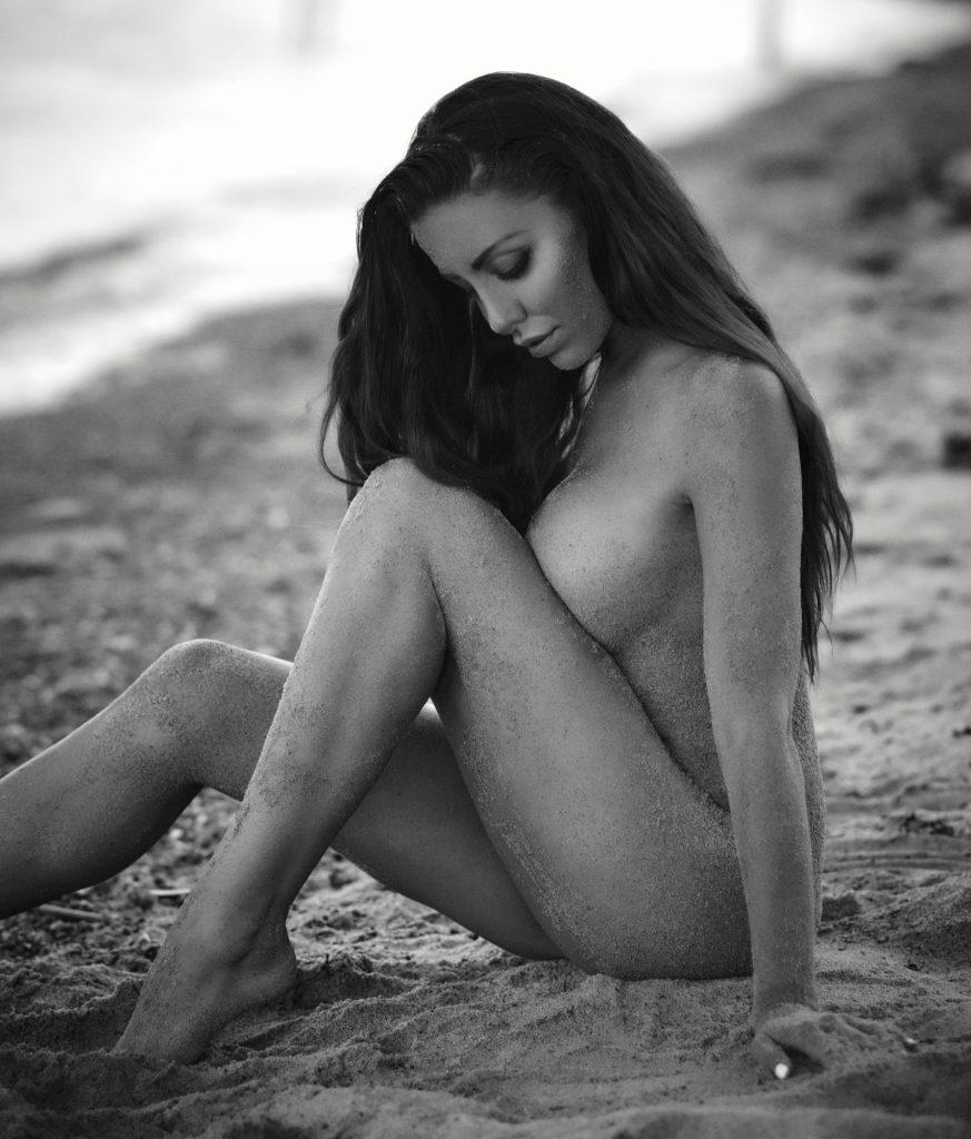 fotograf christian grüner Sarah Louise Christiansen model sommer strand beach summer nøgen nude naked sand