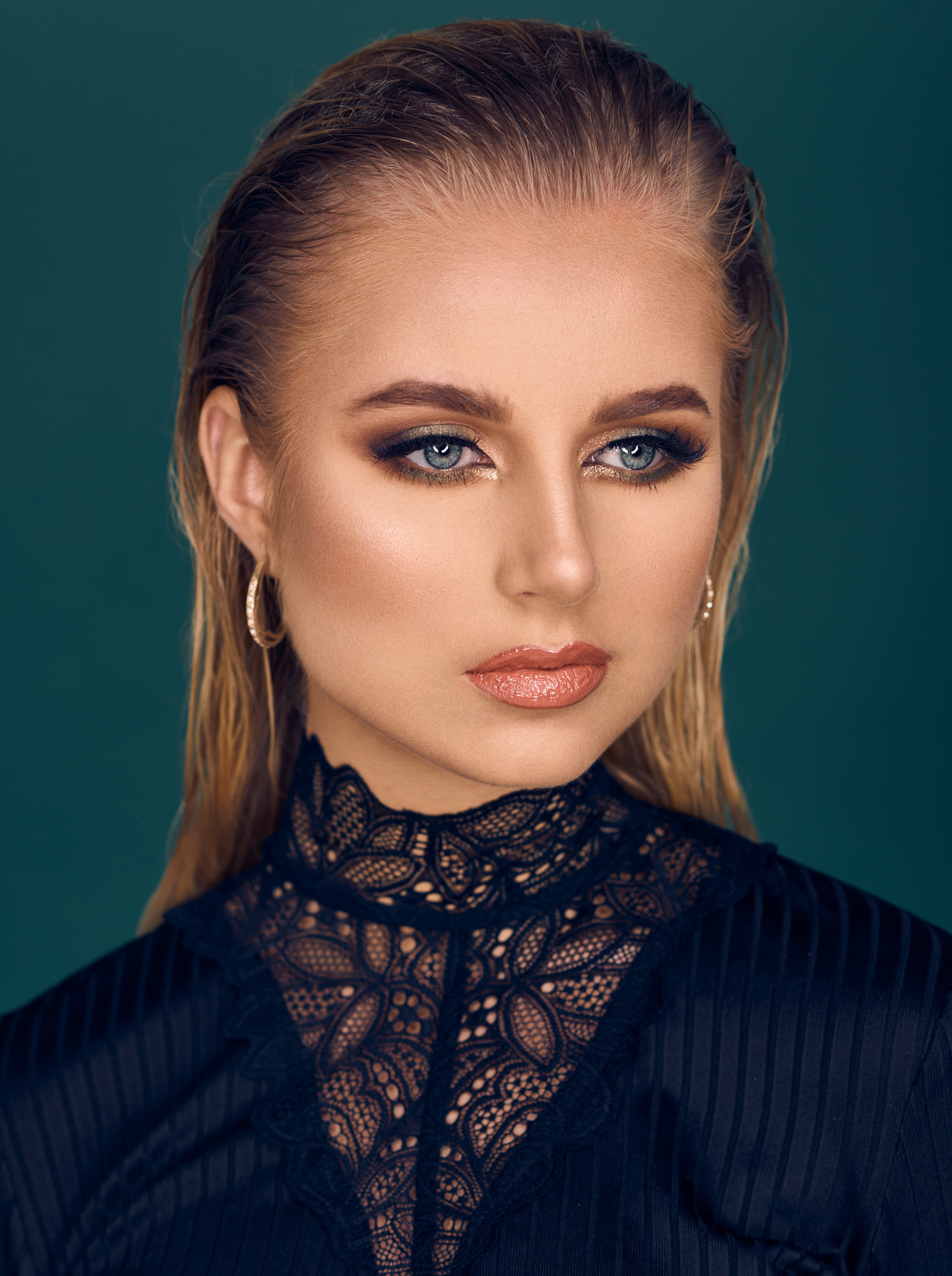 Model Maria Josefine Barup Make-up artist Zainab Al Saadi beauty grøn metallic